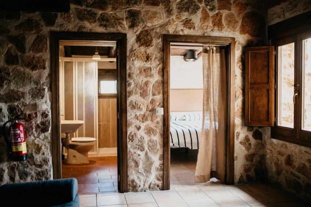 Baño y Habitación Casa Rural Teruel